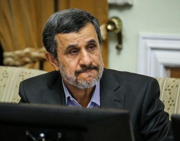 اختصاصی/احمدی نژاد:پافشاری مردم بر آرمانهای انقلاب به معنای تایید مسئولان نیست/ضد انقلاب واقعی کسانی هستند سبب نارضایتی عمومی مردم می شوند