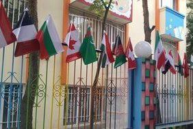 مدرسه ای مختلط در مشهد با کمتر از ۱۰۰ دانش آموز و نداشتن حجاب لازم