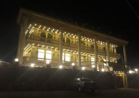 اختصاصی / ضیافت شام با حضور معاون وزیر میراث فرهنگی پشت درب های بسته در رشت برگزار شد